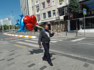 Balon Satmak İçin Sokağa Çıkan 71 Yaşındaki Seyyar Satıcı Siftah Yapamadan Evine Döndü