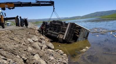 Bingöl'de Kaza Açıklaması 4 Kişi Yaralandı, Çok Sayıda Koyun Telef Oldu