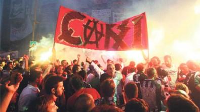 Beşiktaş'lı Çarşı grubu ABD'de sokağa indi!