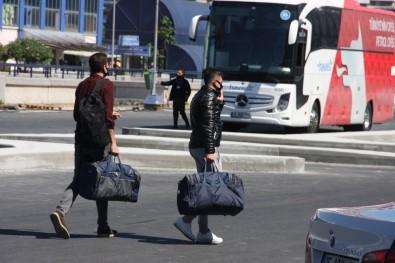 Kışlalardan Terhis Olan Askerler Evlerine Dönüyor