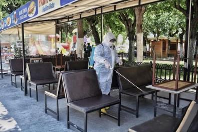 Kuşadası Belediyesi Açılacak İşyerlerini Dezenfekte Ediyor