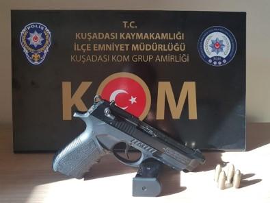 Kuşadası'nda Şüpheli Araçtan Ruhsatsız Silah Çıktı