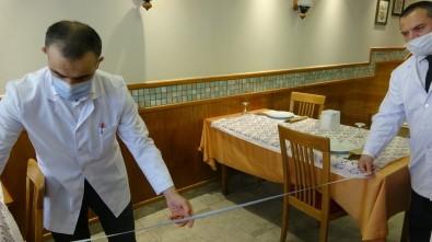 Restoranda Metre İle Sosyal Mesafe Ölçümü