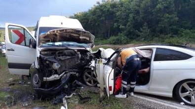 Tekirdağ'da Otomobil İle Minibüs Kafa Kafaya Çarpıştı Açıklaması 7 Yaralı