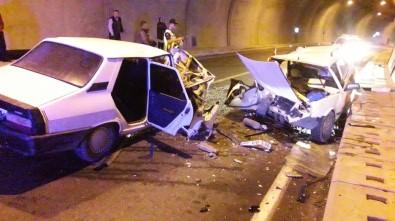 Tünelde Otomobiller Kafa Kafaya Çarpıştı Açıklaması 4 Yaralı