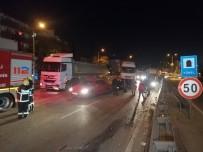 D100'de Karayolunda Karşı Şeride Geçen Otomobil 2 Araca Çarptı Açıklaması 1'İ Ağır 3 Yaralı