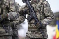 ADLİ TIP KURUMU - Nöbet değişimi sırasında askere büyük şok