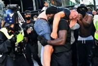 AŞIRI SAĞCI - Dünya darp edilen beyazı kurtaran siyahi Patrick Hutchinson'u konuşuyor