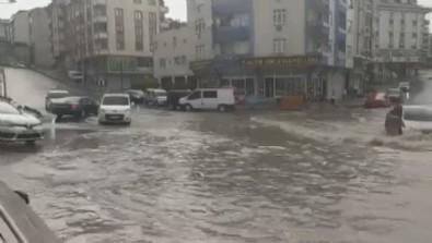 İstanbul'u sel vurdu! Dakikalar içinde göle döndü...