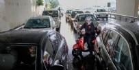 GÜNEŞLI - İstanbul'da yağış sonrası vatandaş yolda kaldı!