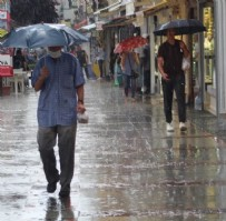 İSTANBUL ADLIYESI - İstanbul'da beklenen sağanak yağış başladı