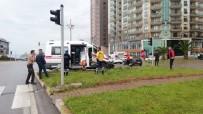 Ambulansla Otomobil Çarpıştı 1'İ Ağır 2 Yaralı