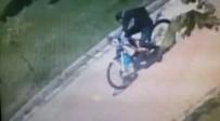 Cami Musluklarıyla İmamın Bisikletinin Çalındığı Anlar Kamerada