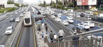 İstanbul'da toplu taşımada yoğunluk göz çarpıyor!