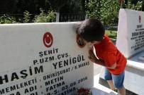 UZMAN ÇAVUŞ - Şehit çocukları her Babalar Günü'nde şehitliği ziyaret ediyor