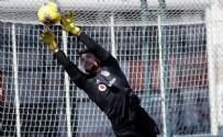 KONYASPOR - Beşiktaş'ta Ersin Destanoğlu rakip forvetlere geçit vermedi