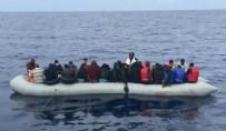 SAHİL GÜVENLİK - Balıkesir'in Ayvalık ilçesi açıklarında sığınmacıları taşıyan bot battı!