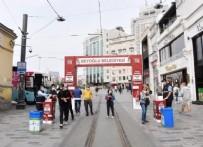 İSTİKLAL CADDESİ - CHP'li İBB'den skandal hareket: Beyoğlu Belediyesi'nin maske ve dezenfektan stantları zorla söküldü