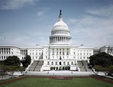 Protestocular Beyaz Saray'ı kuşattı!