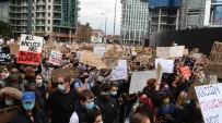 PARLAMENTO - Londra'da binlerce kişi ABD Büyükelçiliğine yürüdü!