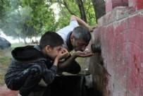 ŞAHIT - Bursa'da şaşırtan görüntü Bu çeşmeden akan su alev alev yanıyor!