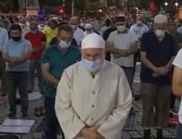 RECEP TAYYİP ERDOĞAN - Bahçesinde namaz kıldılar!