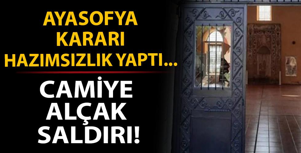Ayasofya kararından rahatsız oldular! Yunanistan'da camiye alçak saldırı