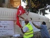 YUNANISTAN - Kudüs'te alçak provokasyon! Türkiye Başkonsolosluğu önünde Türk bayrağı yaktılar