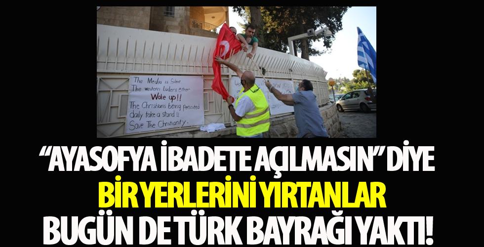 Kudüs'te alçak provokasyon! Türkiye Başkonsolosluğu önünde Türk bayrağı yaktılar