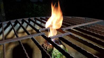 Düzce'de yanan kuyu suyuna uzmanlardan inceleme... 'Büyük ihtimalle metan gazı karışıyor'