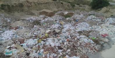 İzmir'in Gaziemir ve Bornova ilçelerinde vatandaşlardan belediyelere 'moloz kirliliği' tepkisi