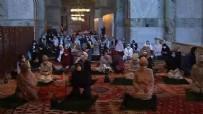 CUMA NAMAZI - Kadınlar Ayasofya Camii'ne akın etti!