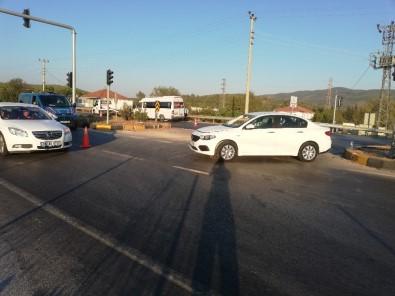 Otomobil İle Minibüs Çarpıştı 5 Yaralı