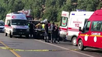 Adana'da Otomobil İle Kamyonetin Çarpışması Sonucu 4 Kişi Öldü