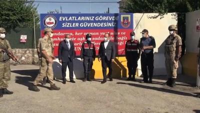Elazığ Valisi Yırık, Trafik Denetiminde Vatandaşlara Şeker Ve Kolonya İkram Etti