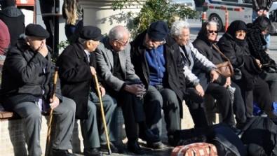 O ilimizde 65 yaş üstü için kısıtlama geldi! Bunları yapmaları yasaklandı