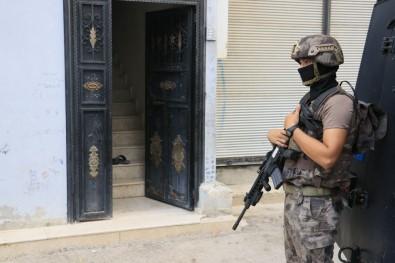 Adana'da şafak vakti birçok adrese operasyon düzenlendi