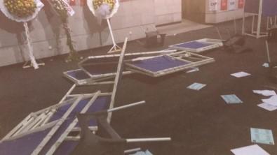 CHP İzmir İl Gençlik Kolları Kongresi'nde Kavga Çıktı