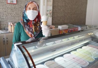 Manda Sütünden 23 Çeşit Dondurma Yapıyor