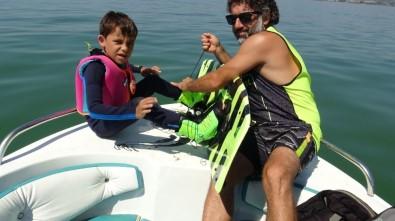 Bursa'da 7 Yaşındaki Egemen, Vakebors Yaparak 30 Ağustos'u Kutladı