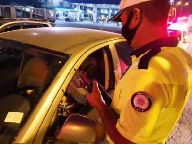 Emniyet Şeridini İhlal Eden Sürücüye Bin 228 TL Ceza Kesildi
