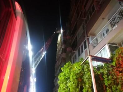İzmir'de Ev Yangını Açıklaması Emekli Öğretmen Yaşamını Yitirdi