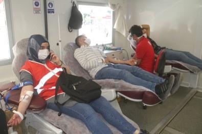 Zafer Bayramı'nın 98'İnci Yılında 98 Gönüllüden Kan Bağışı