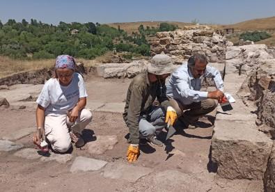 Ahlat'taki Kazılar Tarihe Işık Tutuyor