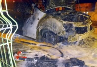 Çöpten Çıkan Yangın Son Model Aracı Yaktı