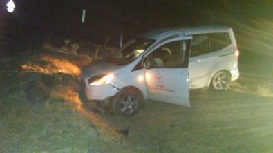 Filyasyon Ekibi Kaza Yaptı, 2 Sağlık Memuru Yaralandı