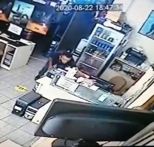 Kafede Sadaka Kutusu Çalan Hırsız Kamerada