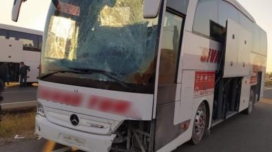 Kırıkkale'de Askerleri Taşıyan Otobüs Kaza Yaptı