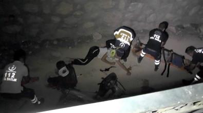 Motosiklet Boş Su Kanalına Düştü Açıklaması 3 Yaralı