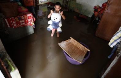 Muson Yağmurları Hindistan Ve Nepal'de Bilançoyu Artırıyor
